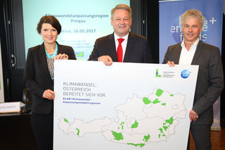 Andrä Rupprechter (Mitte) und Ingmar Höbarth (rechts) bei der Vorstellung der 23 Klimawandel-Anpassungsmodellregionen.