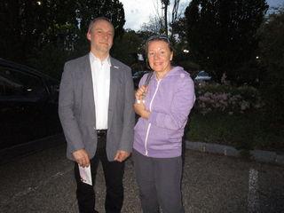 NÖGKK Service Center Leiter Bernhard Rauner mit Sabine Schuster.