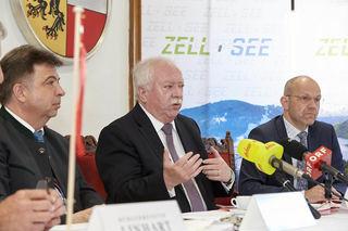 Städtebund-Präsident Michael Häupl (Mitte) mit Peter Padourek (li.), Bürgermeister von Zell am See, und Städtbund-Generalsekretär Thomas Weninger.