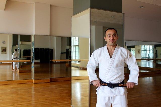 Amjad Karimyan ist Judotrainer 4. Dan, Fitness Coach, Mentaltrainer und Bundeskampfrichter im Judosport