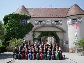 """Die """"Gründungswelle"""" der Goldhaubengemeinschaft Unteres Innviertel startete 1977. Heute gibt es 30 Ortsgruppen. Im Bild: alle Ortsobfrauen."""