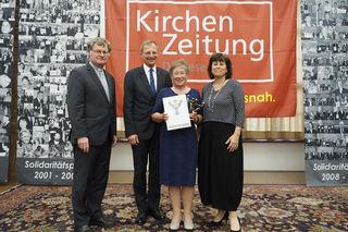 Christa Zauner (2. v. re.) mit Diözesanbischof Manfred Scheuer, Landeshauptmann Thomas Stelzer und Sozial-Landesrätin Birgit Gerstorfer bei der Verleihung des Solidaritätspreises.