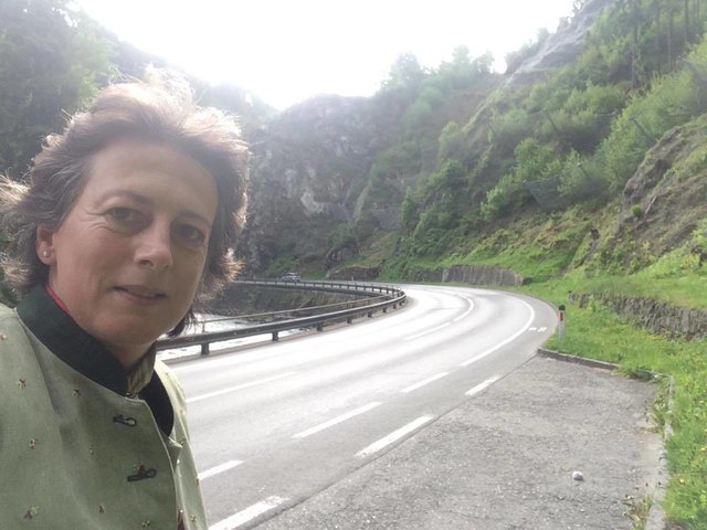 Grünen-Bezirkssprecherin Dorothea Gmeiner-Jahn radelt oft in der noch gefährlichen Lieserschlucht von Millstatt nach Spittal
