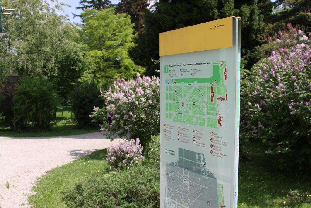 Im Botanischen Garten wurden ab 1828 nach Vorbild der englischen Landschaftsgärten exotische Pflanzen gesetzt.