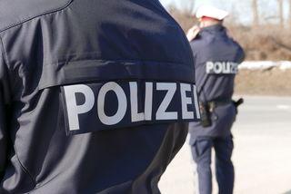 Polizeibeamte und Feuerwehreinsatzkräfte beteiligten sich an der Suchaktion nach dem Neunjährigen in Brunnenthal