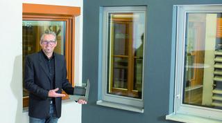 """Karlheinz Kliemstein: """"Fenster spielen im Haus eine zentrale Rolle und so ist beim Kauf viel zu bedenken. Daher zahlt sich auch schon in der Planungsphase ein unverbindlicher Besuch im Schauraum sicher aus!"""