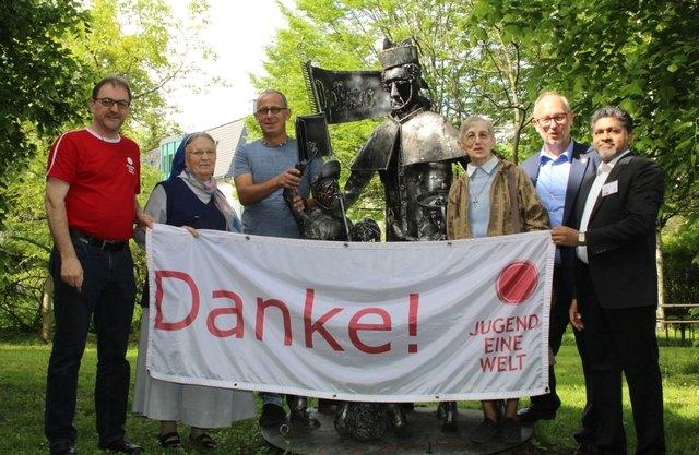 Auf die nächsten 20 Jahre: Reinhard Heiserer (l.) mit Unterstützern und Wegbegleitern bei der Feier.