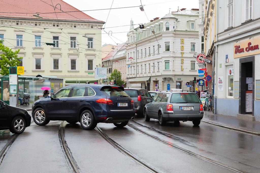 Der Dietrichsteinplatz verunsichert immer wieder die Verkehrsteilnehmer vor Ort.