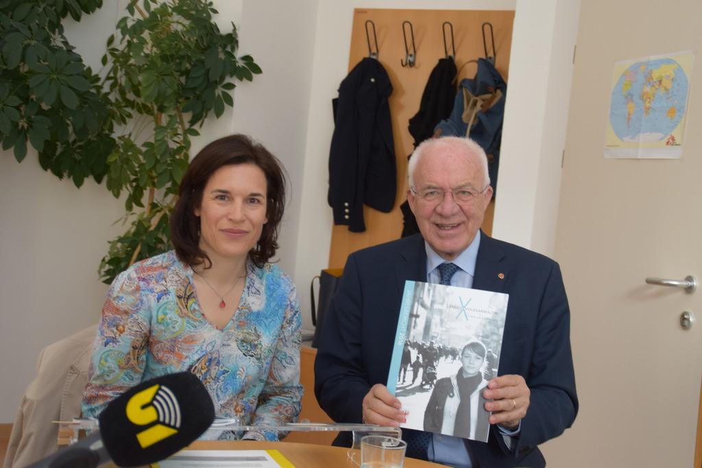 Tiroler Landesvolksanwältin Maria-Luise Berger, Landtagspräsident Herwig van Staa und der Jahresbericht 2016