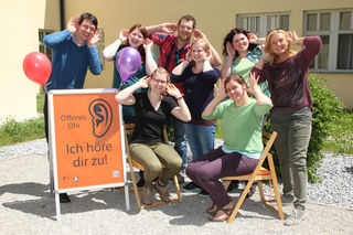Ulrich Schilling, Barbara Schallauer, Thomas Heigl, Franziska Reitner, Cornelia Geiger, Martina Reisinger sowie Sara Daxberger und Magdalena Ganster (sitzend).