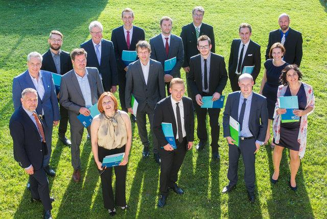 """Die 11 erfolgreichen TeilnehmerInnen des """"Business Manager"""" Lehrgangs in Osttirol."""