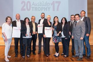WKNÖ-Präsidentin Sonja Zwazl (links) , WK-Schwechat-Obmann Fritz Blasnek (2. v.r.) und WK-SW-Leiter Mario Freiberger (rechts) gratulierten.