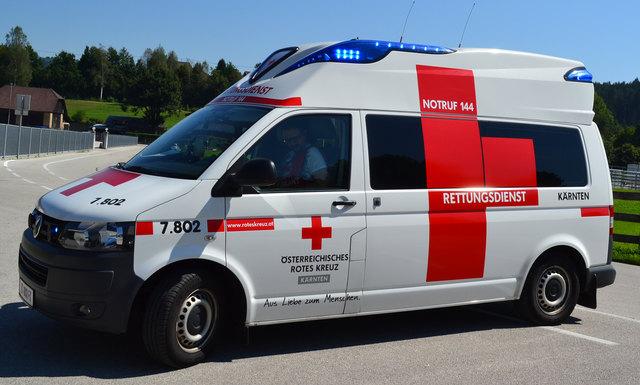 Der Landwirt erlitt Verletzungen unbestimmten Grades und wurde von der Rettung in das Klinikum Klagenfurt gebracht