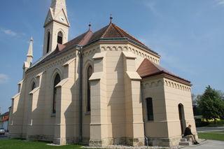 Mitten im Ort liegt die Hirmer Pfarrkirche und ist dadurch nicht nur für die Jugend ein idealer Treffpunkt.