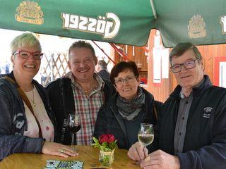 Die Gäste Herbert und Erika Tabery unterhielten sich prächtig mit Irene und Walter Mutenthaler.
