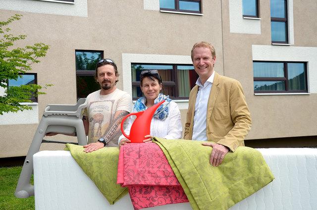 Mario Kofler (links) und Andrea Strobl, Pro Mente Haus Landskron mit Valentin Unterkircher von Jacques Lemans
