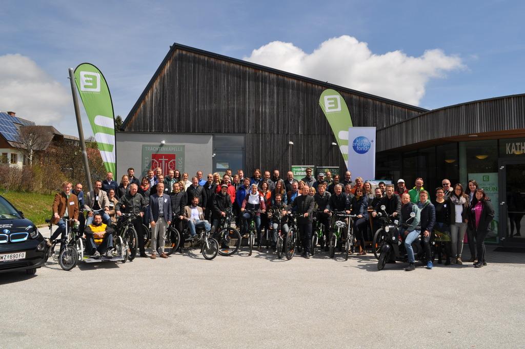 Die Teilnehmer, Referenten und  Modellregionsmanager bei dem Schulungs- und Vernetzungstreffen im Naturpark Almenland.