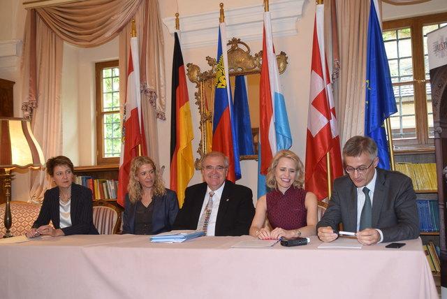 Justizministerin Simonetta Sommaruga (Schweiz), Justizminister Wolfgang Brandstetter Ö), Staatssekretärin Christiane Wirtz (D), Aurelia Frick (LIE) und Félix Braz (LUX).