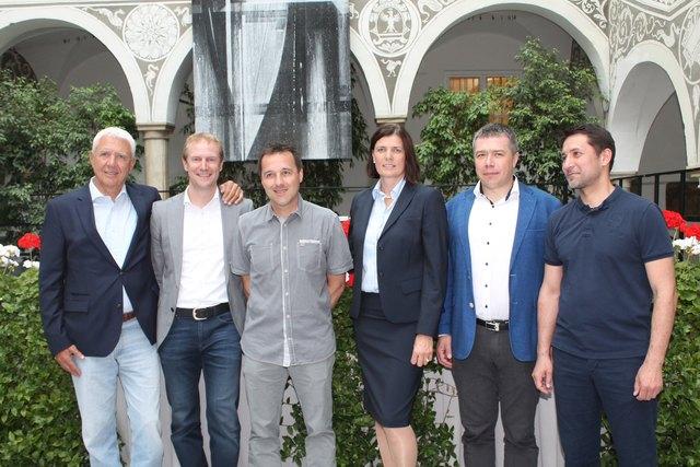 Alfred Riedl, Valentin Unterkircher sowie Andrea Riedl mit ihren russischen Gästen
