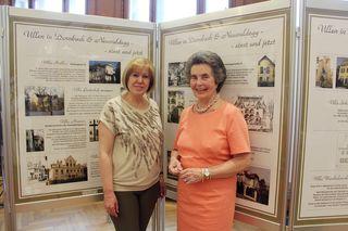 Bezirksvorsteherin Ilse Pfeffer und Museumsleiterin Trude Neuhold bei der Ausstellungseröffnung am 22.5.