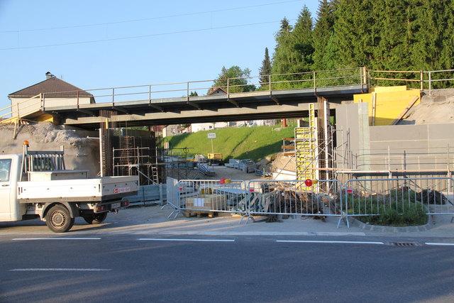 Ortseinfahrt Rosenau: Diese Baustelle bleibt noch bis zum Schulanfang im September bestehen.