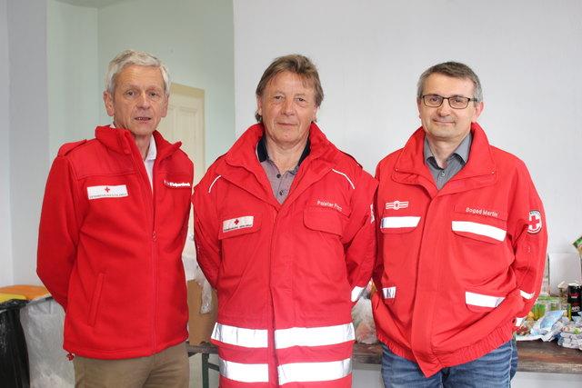Rotkreuz-Bezirksstellenleiter Rudolf Luipersbeck mit Franz Polster und seinem Stellvertreter Martin Bogad