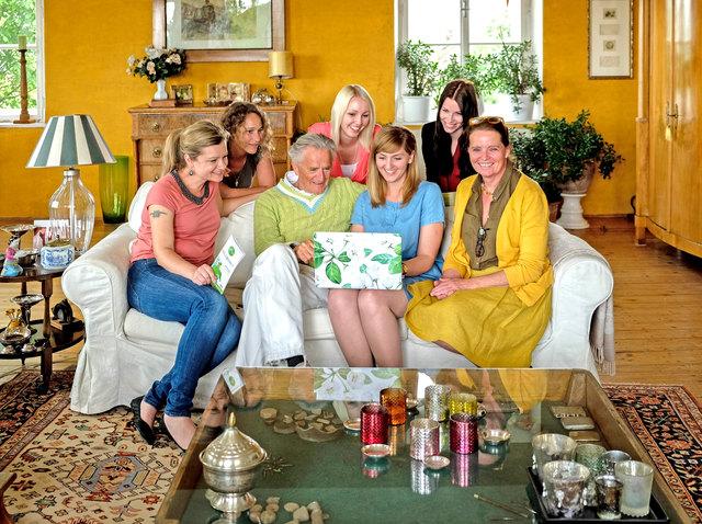 Gut gelaunt: Claudia Söls, Sabine Pucher, Folke Tegetthoff, Monika Bauernhofer, Binela Zeiselberger, Elisabeth Radlingmaier, Astrid Tegetthoff (v.l.)
