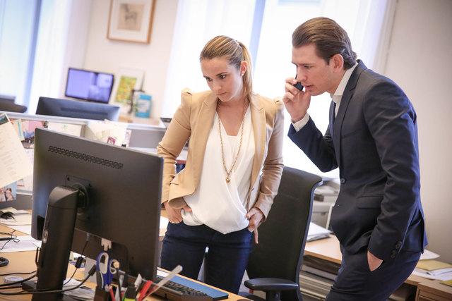 Rechte Hand: Die 31-jährige Lisa Maria Wieser koordiniert die Agenden von Sebastian Kurz und managt das Büro des Ministers.