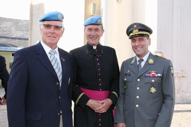 v.l. LL Franz Urschitz, Militärdekan E. R. Longin, stv. Militärkommandant Oberst Erhard Eder