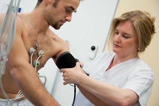 Landesklinkum Waidhofen: Patient und DGKP Rosemarie Brandstetter