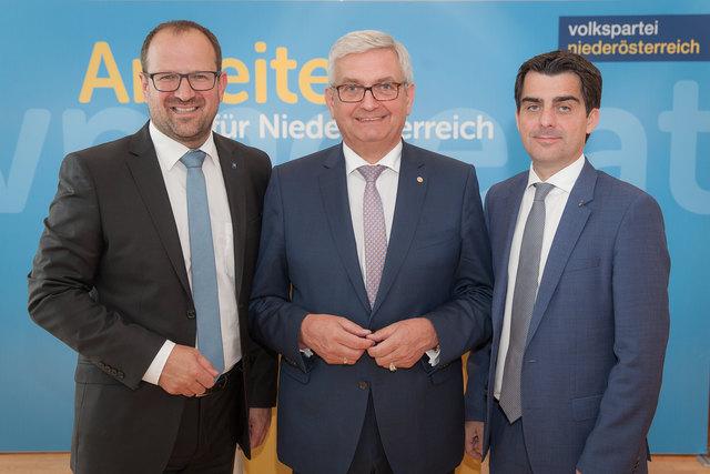 Bernhard Ebner, Alfred Riedl und Christian Gepp zogen Bilanz: Strengere Regeln brachten eine Trendumkehr bei der Mindestsicherung in NÖ