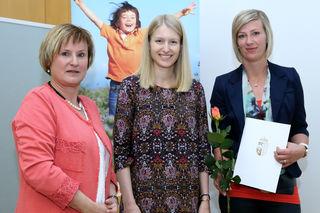 Leiterin der Gruppe Kinderbetreuung in der Direktion Bildung Barbara Trixner, Landesrätin Christine Haberlander und Marlene Käferböck vom Pfarrcaritaskindergarten Ried/Riedmark (v. l. n. r.).