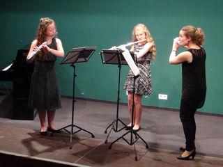 Hanna Hofmann und Maria Labudik spielten als Trio mit ihrer Lehrerin Kathrin Ully.