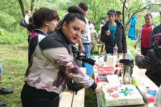 Sogar eine Torte mit Bienen Deko versüßte den Aktionstag.