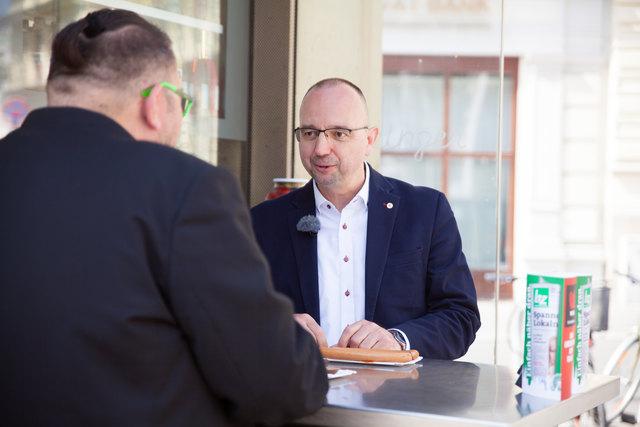 Beim Bitzinger: Rotkreuz-Landesgeschäftsleiter Alexander Lang spricht über Karriere und seine größten Sorgen.