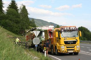 Das Unfallfahrzeug wurde gegen 17:30 abgeschleppt