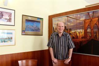 """Jetzt gibt es zu Ehren von Werner Wöhrer auch ein """"Wöhrer-Eck"""" mit seinen Kunstwerken im Café Restaurant Kalvarienberg"""