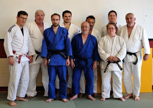 AJC-Thermenregion Teilnehmer mit Nationaltrainer Matthias Karnik links außen