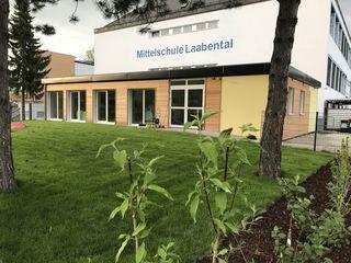 250.000 Euro hat das Projekt in Modulbauweise insgesamt mit Ausstattung und Garten gekostet.
