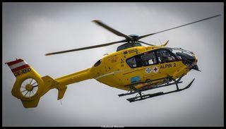 Die schwerstverletzte 76-jährige Frau wurde mit dem Notarzthubschrauber ins UKH Linz geflogen.