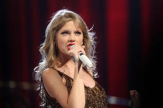 Was haben die Bilder von Taylor Swift und Joe Alwyn zu bedeuten?