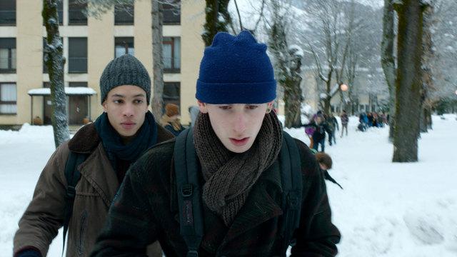 Thomas (Corentin Fila) und Damien (Kacey Mottet Klein, r.) haben eine problematische Beziehung zueinander.