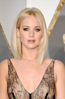 Jennifer Lawrence zeigt sich privat ganz natürlich und ohne Makeup.