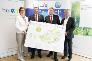 Infrastrukturminister Jörg Leichtfried (2.v.l.) mit Umweltminister Andrä Rupprechter, flankiert von den beiden Geschäftsführern des Klima- und Energiefonds Theresia Vogel und Ingmar Höbarth