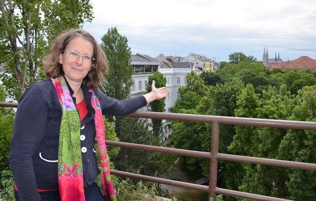 """Dagmar Zeibig will mir ihrer Bürgerinitiative """"Baumerhalt Alsergrund"""" diese Bäume retten."""