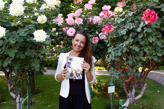 Die Rose gilt seit jeher als Blume der Liebe. Sie findet in Brigit Jankovic-Steiner´s Buch auch in der Schönheitspflege Verwendung
