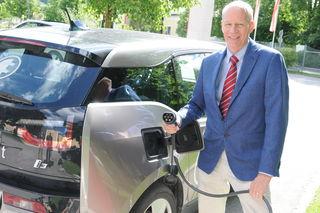 Unternehmensberater und Vordenker Roland Haslauer präsentierte die weltweit erste freie Solarroute.