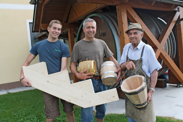 Der Rohstoff Holz verbindet: Drei Generationen Georg Kirchhofer werken in der Klamer Ortschaft Unterhörnbach.