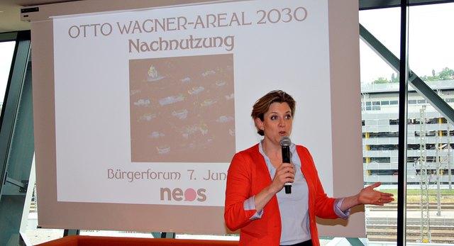 Diskussion: NEOS-Klubobfrau Beate Meinl-Reisinger bei dem Bürgerforum in der Rekordmeister-Bar.