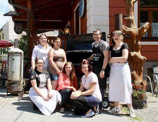 Das junge Team mit Meisterkoch Manuel Peßl